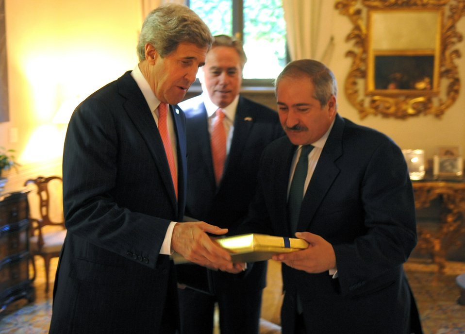 Secretary Kerry Presents a Gift to Jordanian Foreign Minister Judeh
