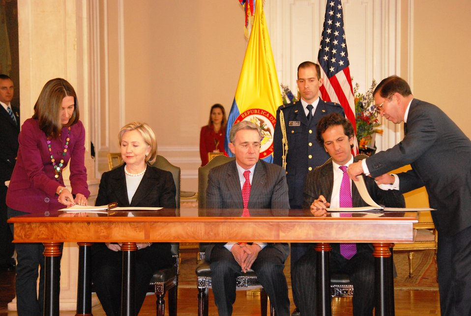 Secretary Clinton and Colombian Foreign Minister Sign Science and Technology Agreement