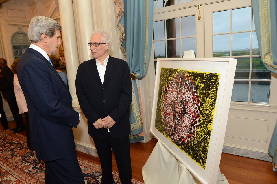 Secretary Kerry Views a Work of Art