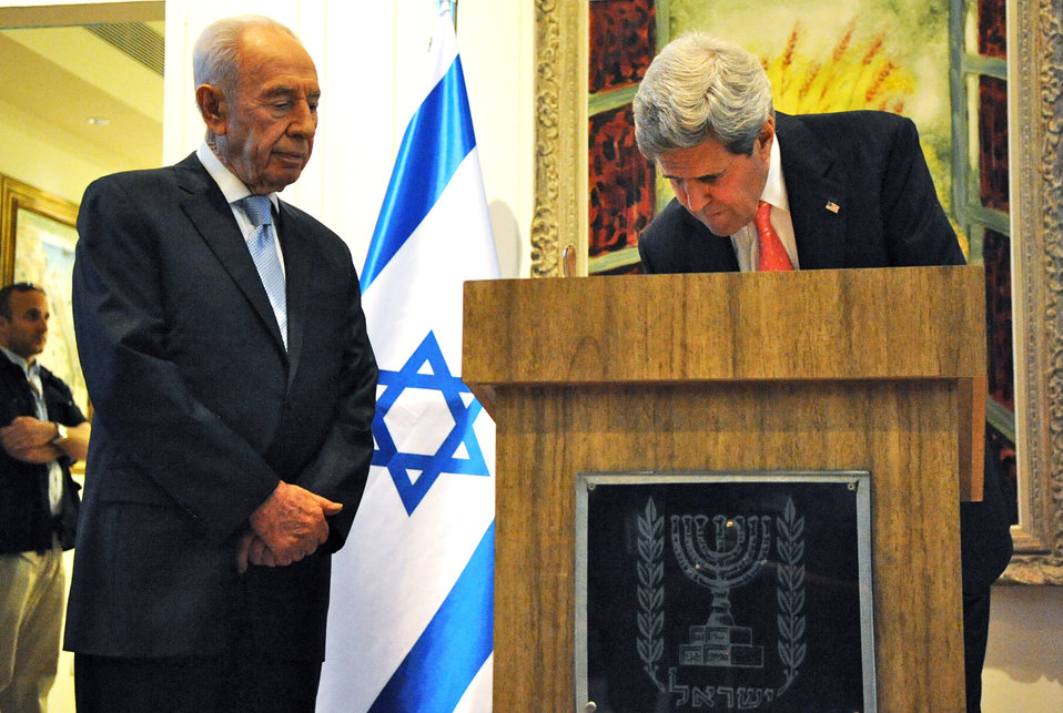 Secretary Kerry Signs Israeli President Peres' Guestbook