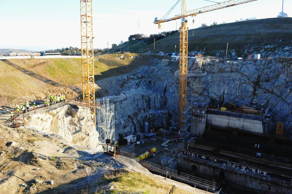 Young engineers visit Folsom Dam Spillway construction site