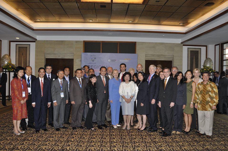Secretary Clinton, Indonesian Trade Minister Pangestu, Ambassador Maricel, and Under Secretary Hormats Pose for a Photo With Delegates from the Global Entrepreneurship Program Indonesia