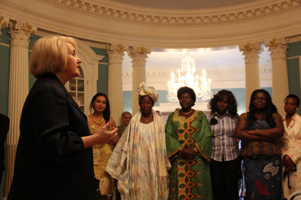 Ambassador Verveer Greets African Women's Entrepreneurship Program Participants
