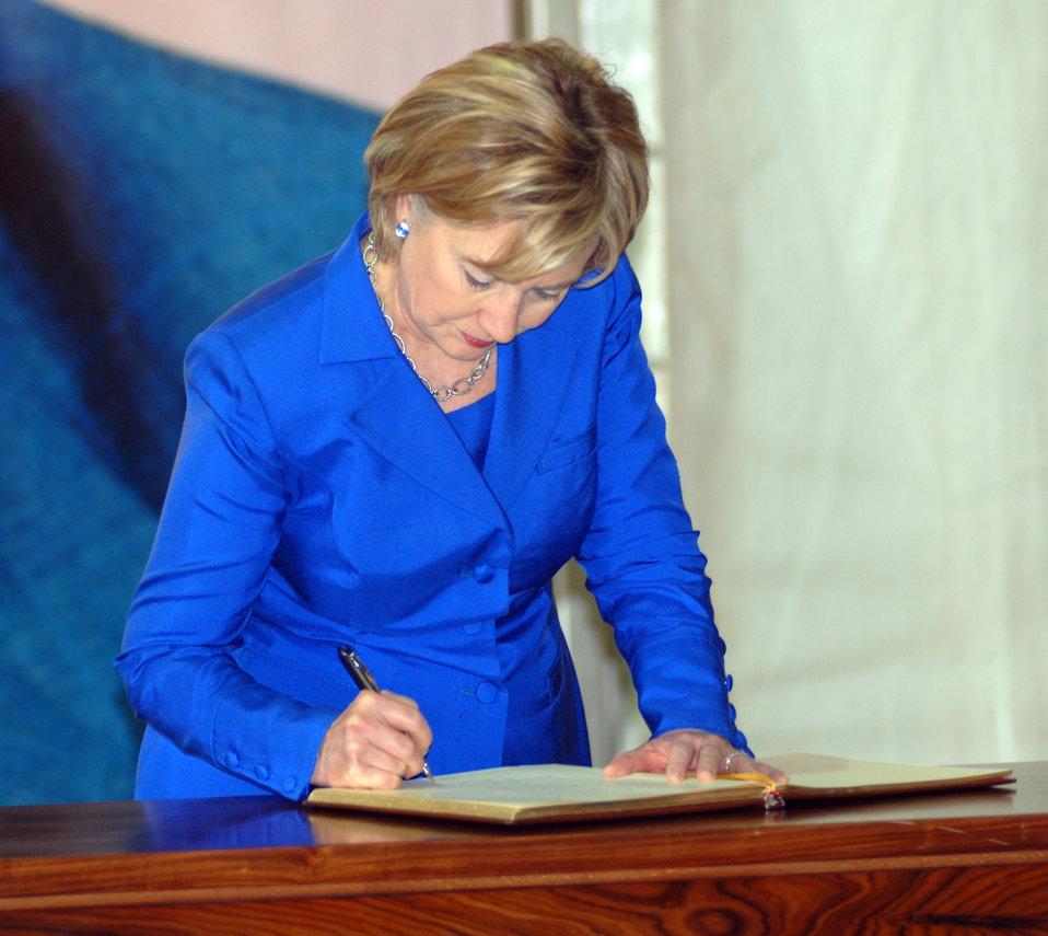 Secretary Clinton Visits Rafic Hariri Gravesite