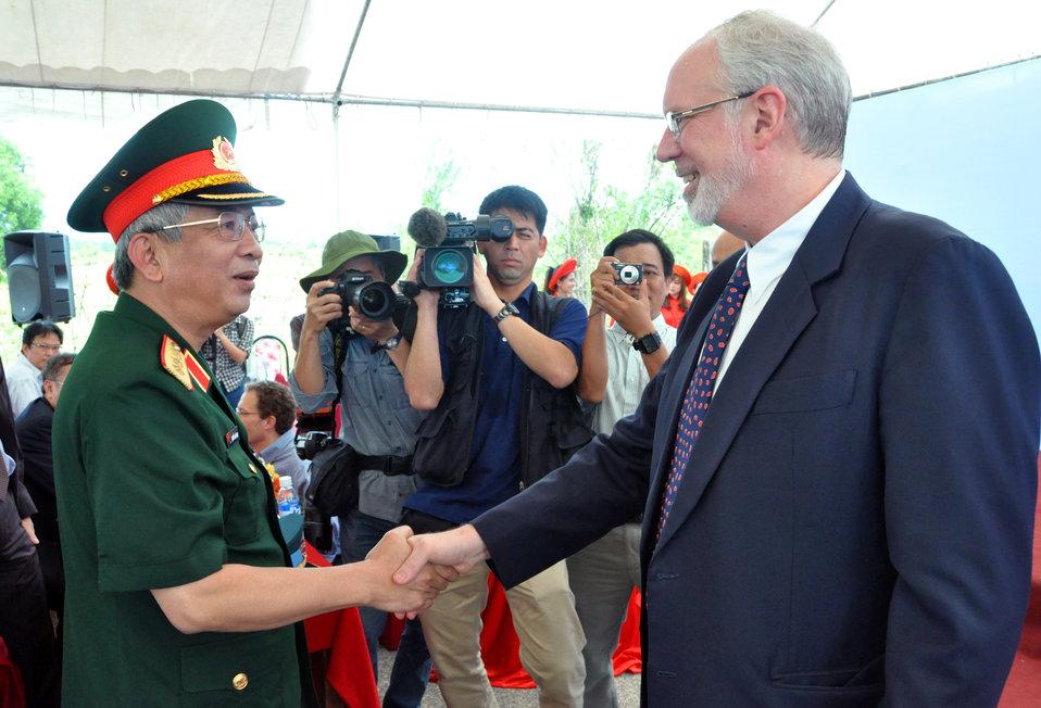 Lt. Gen. Nguyen Chi Vinh, Vice Minister of National Defense, greets U.S. Ambassador David B. Shear at the Environmental Remediation of Dioxin Contamination at Danang Airport Project Launch