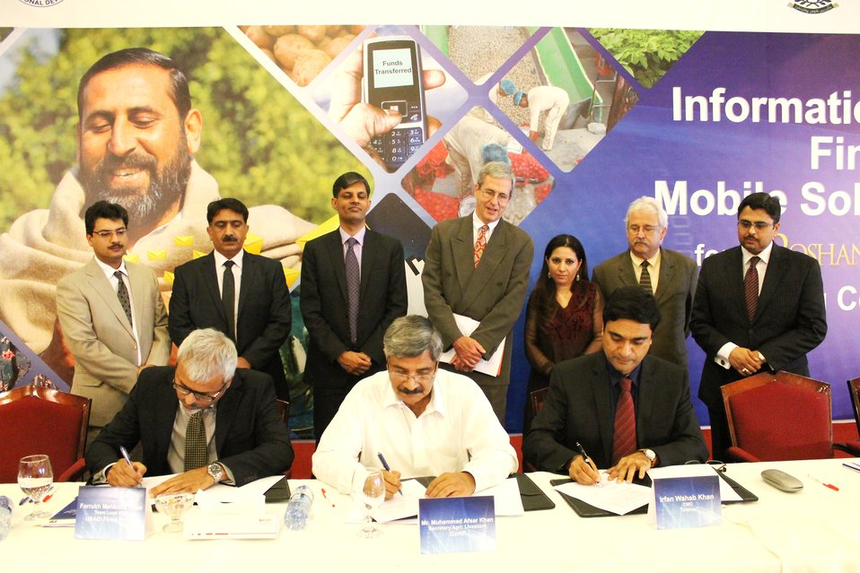 Pilot for Information and Financial Mobile Solutions - MoU Signing