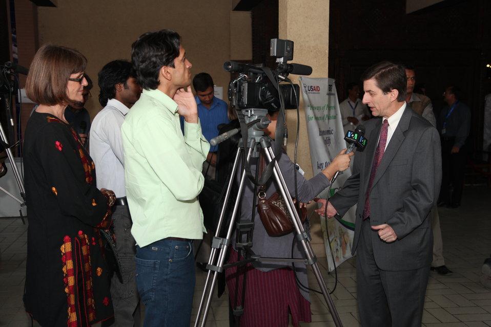Mr. Andrew Sisson Aurat Yakjehti Mela November 25, 2011 Islamabad