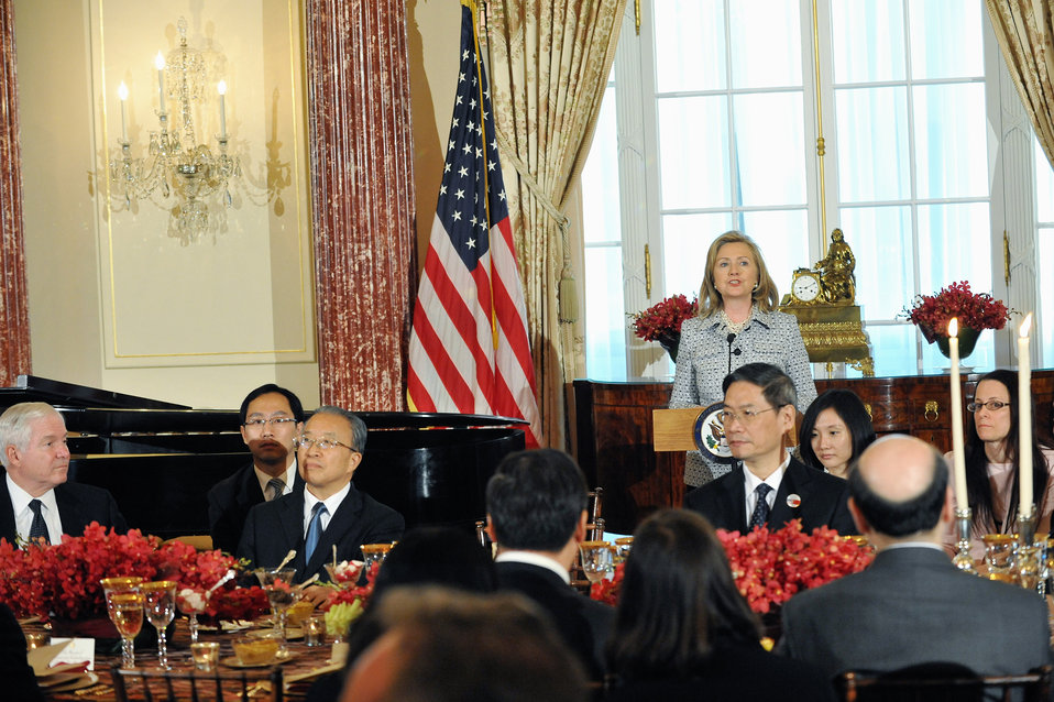 Secretaries Clinton and Geithner Co-Host a Banquet for Chinese Delegation