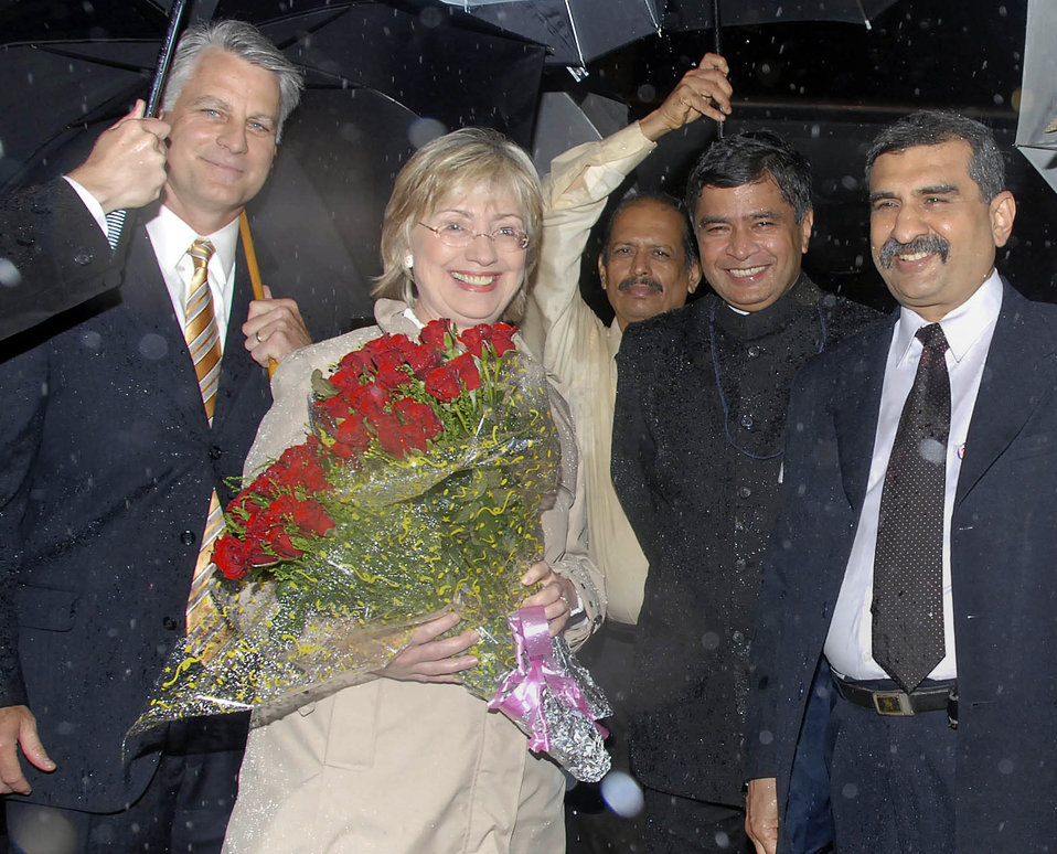 Secretary Clinton Arrives in Mumbai, India