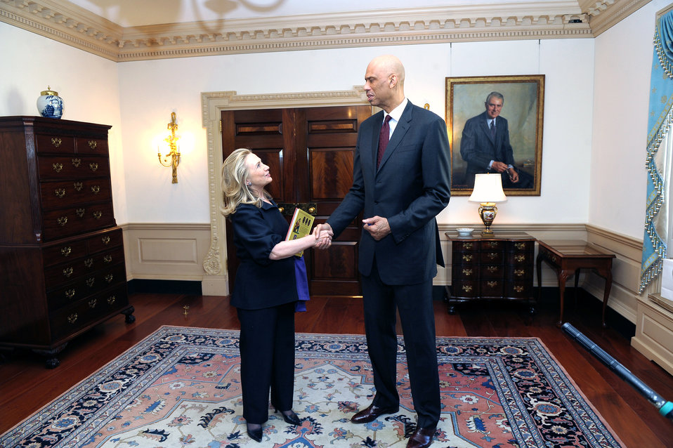 Secretary Clinton Meets With Kareem Abdul-Jabbar