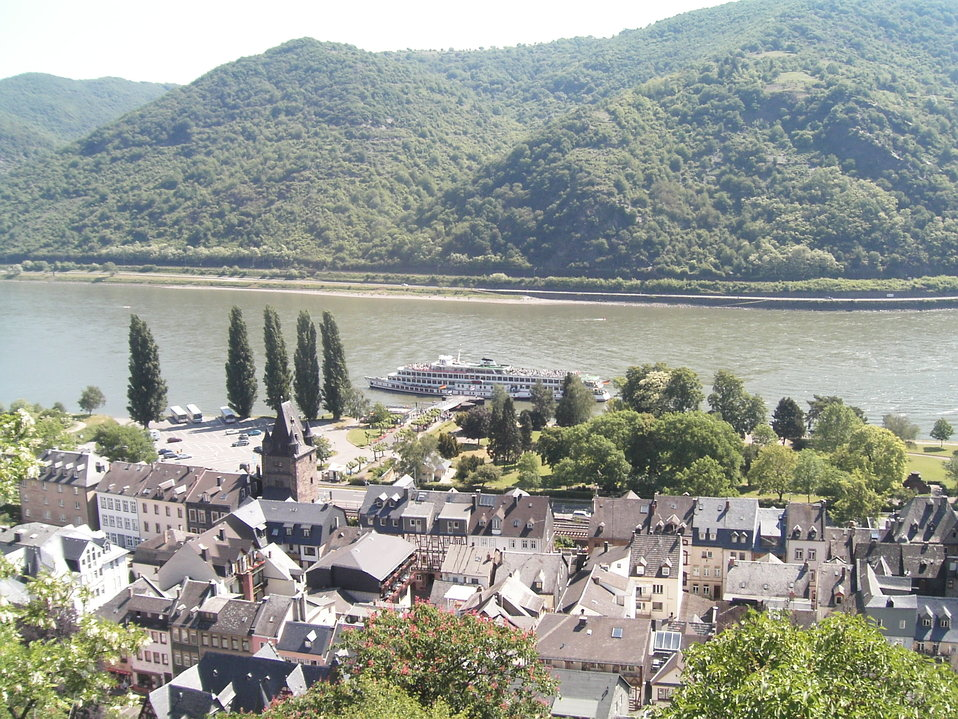 en:Bacharach, taken from en:Castle Stahleck, depicting a portion of the town, the en:Rhine and a passenger boat Image created by Philip Hibbs on May 29th, 2004 and released into the public domain