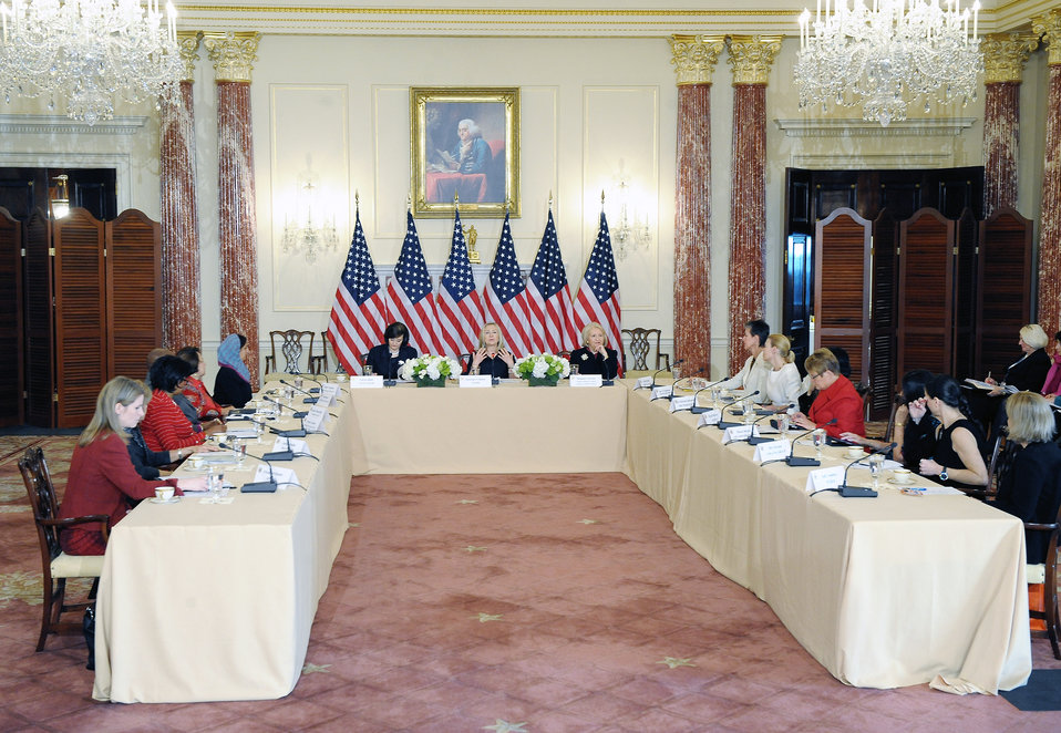 Secretary Clinton Hosts Inaugural Meeting of International Council on Women's Business Leadership