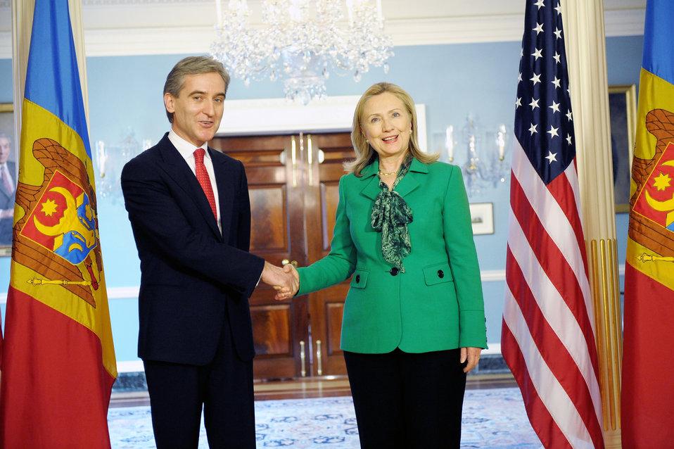 Secretary Clinton Meets With Moldova Deputy Prime Minister Leanca