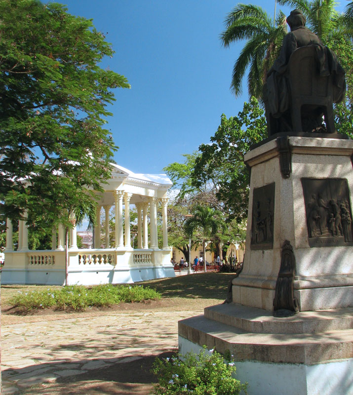 Bronze statue, probably in Parque Vidal, Cuba