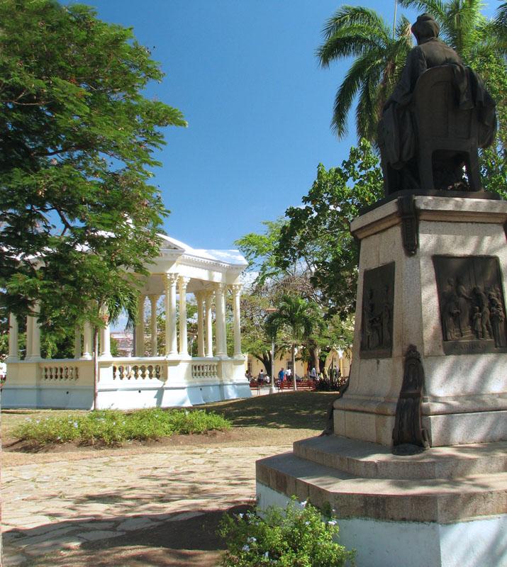 Bronze statue, probably in Parque Vidal, Cuba