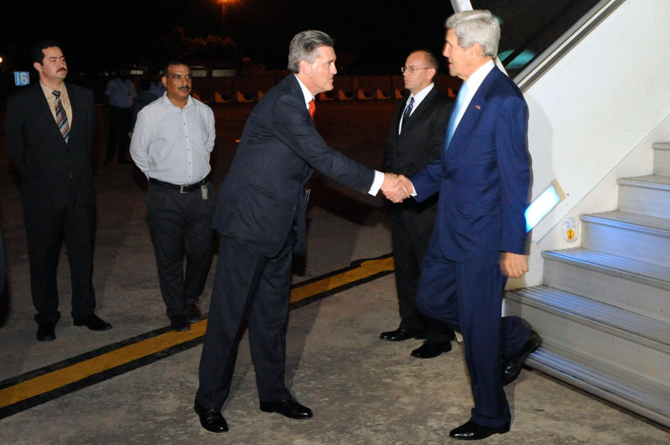 Ambassador Olson Welcomes Secretary Kerry to Islamabad, Pakistan