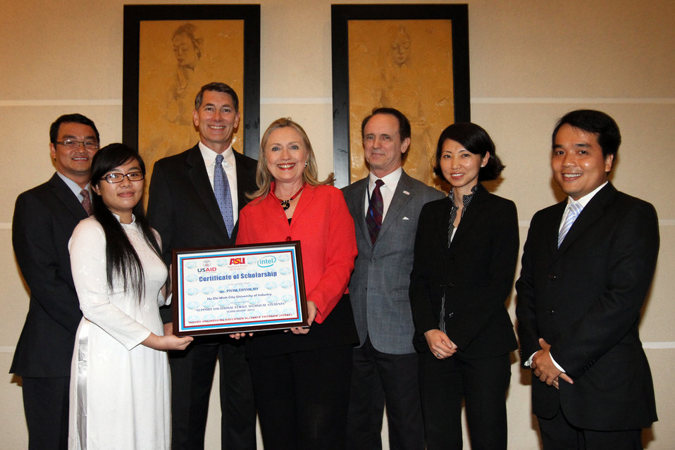 U.S. Secretary of State Hillary Clinton congratulates Ms. Pham Thanh My, the first scholarship recipient under the Higher Engineering Education Alliance Program (HEEAP) that aims to improve the quality of engineering education in Vietnam.