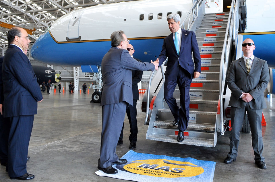 Ambassador Wayne Greets Secretary Kerry Upon Arrival in Mexico City