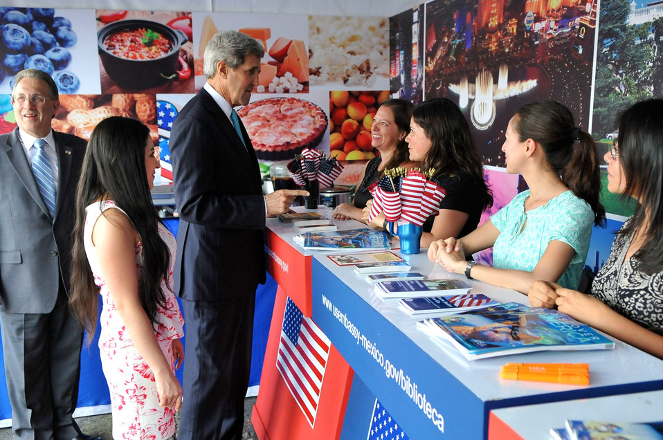 Secretary Kerry Chats With Staffers at American Cultural Booth in Zocalo Plaza