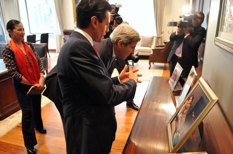 Mexican President Peña Nieto Shows Secretary Kerry Family Photo