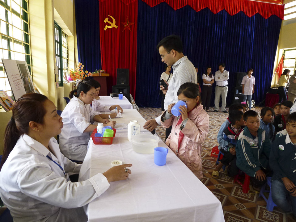 USAID supports deworming medication for school children in Sa Pa district of Lao Cai province
