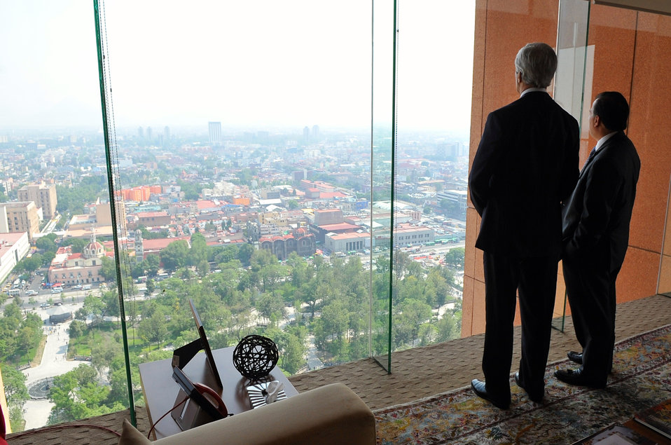 Mexican Foreign Secretary Meade Shows Secretary Kerry View From His Office