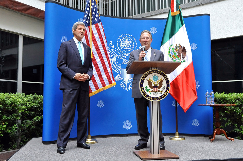 Ambassador Wayne Introduces Secretary Kerry at Embassy Mexico City Meet-and-Greet