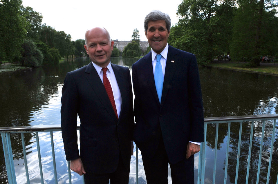 Secretaries Hague, Kerry Pose Against Buckingham Palace During Walk in London