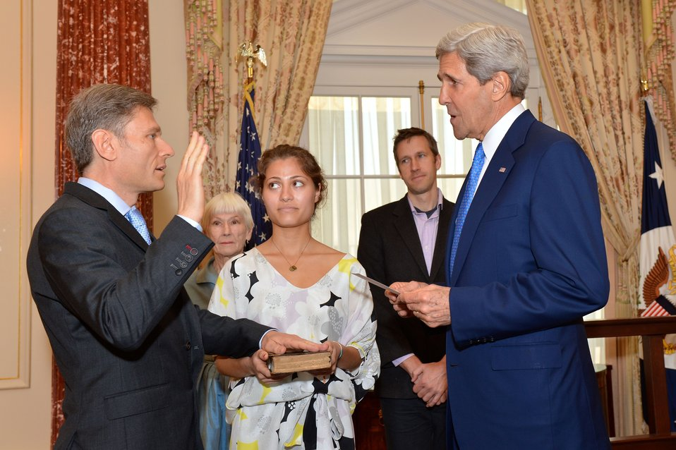 Secretary Kerry Swears in Assistant Secretary Malinowski
