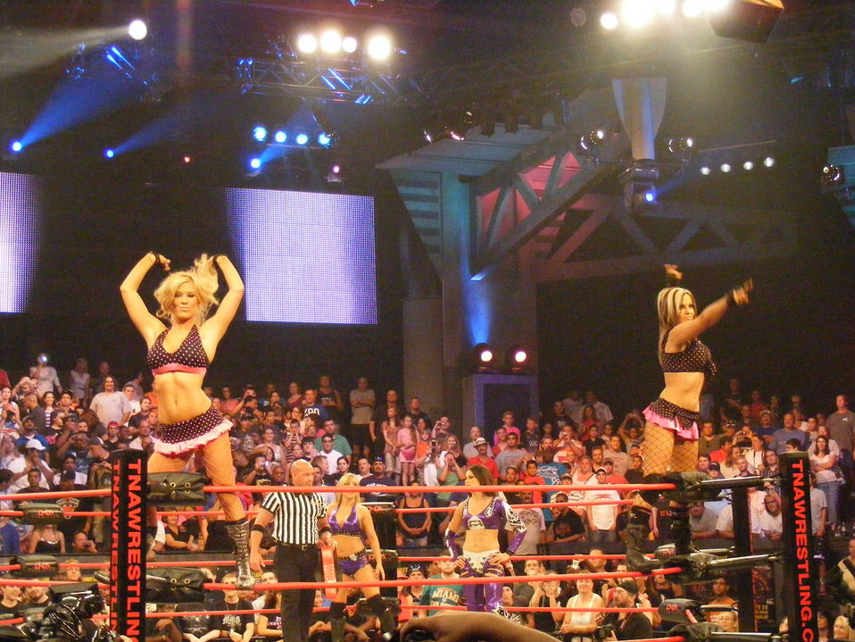 Madison Rayne and Velvet Sky (The Beautiful People) at No Surrender