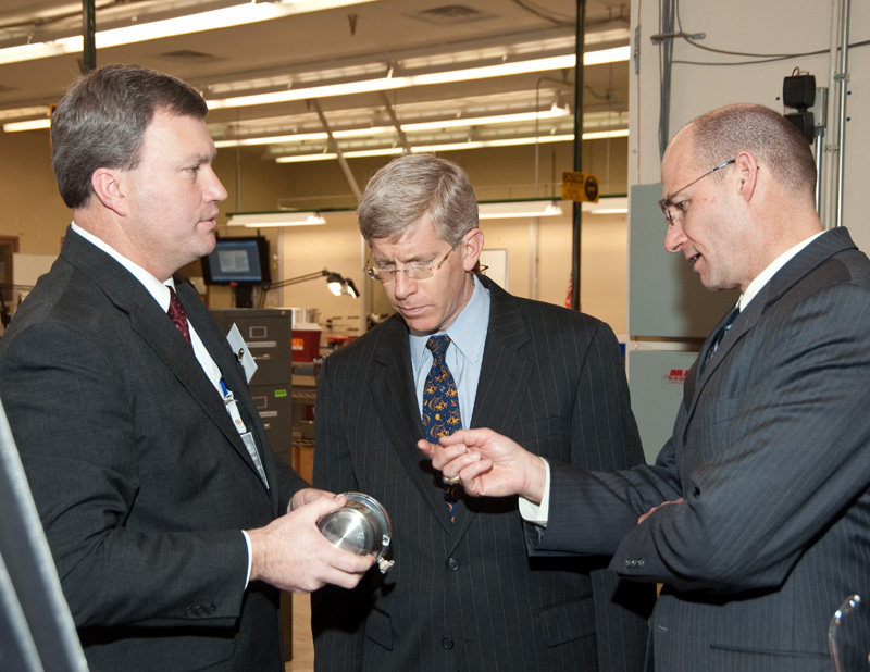 Deputy Secretary Daniel Poneman and NNSA Administrator Thomas D'Agostino discuss a component.