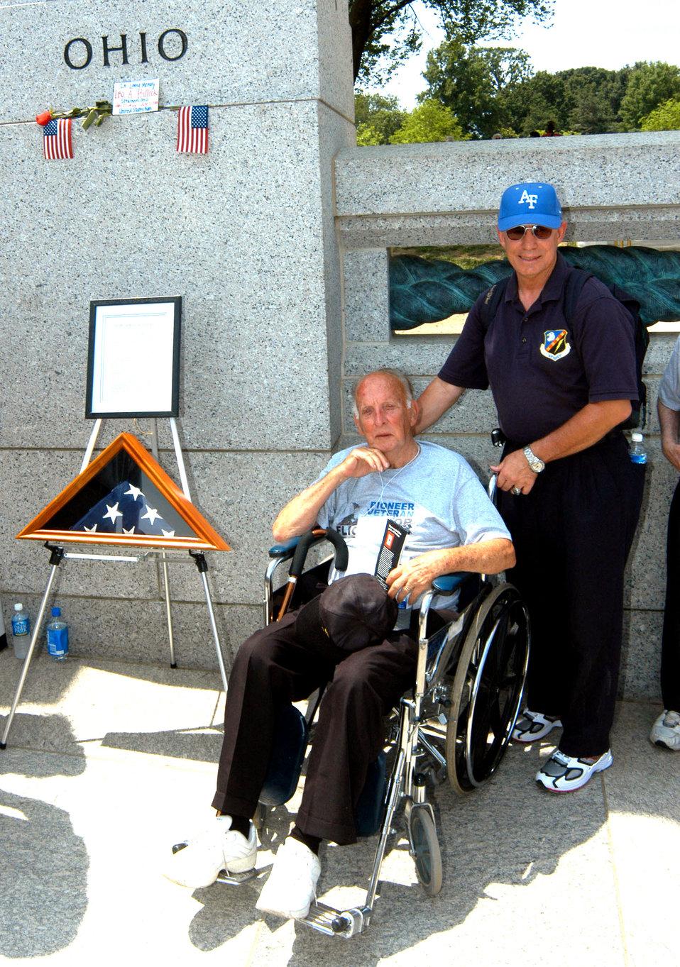 Volunteers fly 'greatest generation' to see their memorial