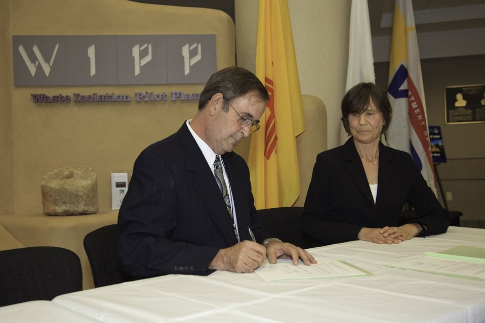 DOE Hosts German Energy Official, Signs MOU to Share WIPP Information