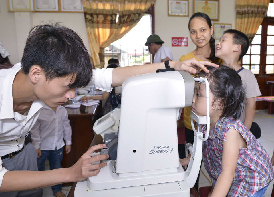 Eye screening for kindergarten children in Quoc Oai district of Hanoi