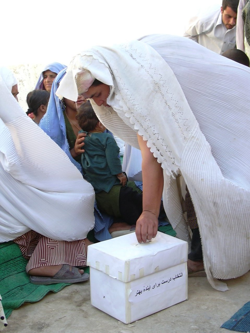 Pic09 Mazar women voting 2003