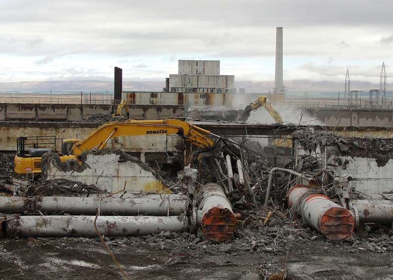 Hanford Recovery Act Workers Tear Down Facilities, Expand Groundwater Treatment in 2010