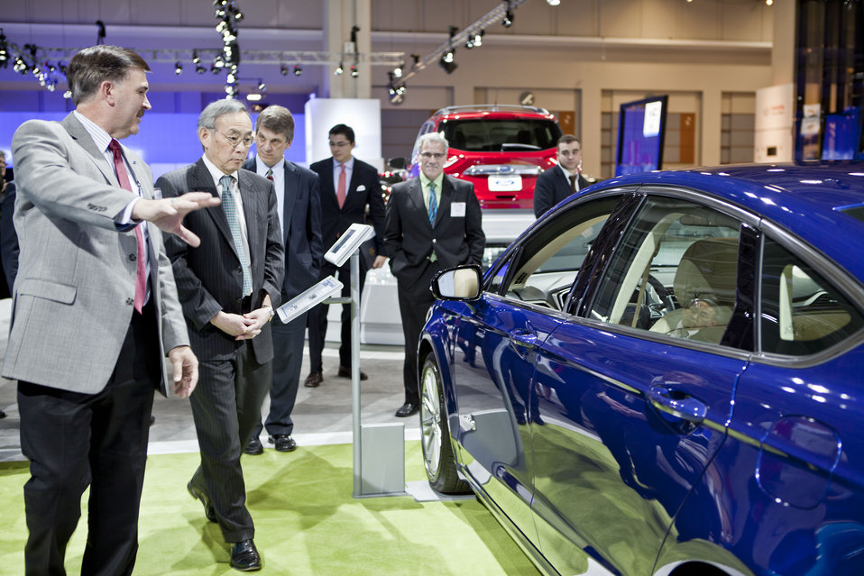 Energy Secretary Steven Chu discusses the Focus Hybrid -- Green Car Journal's 2013 Green Car of the Year -- with the Ford representative. |