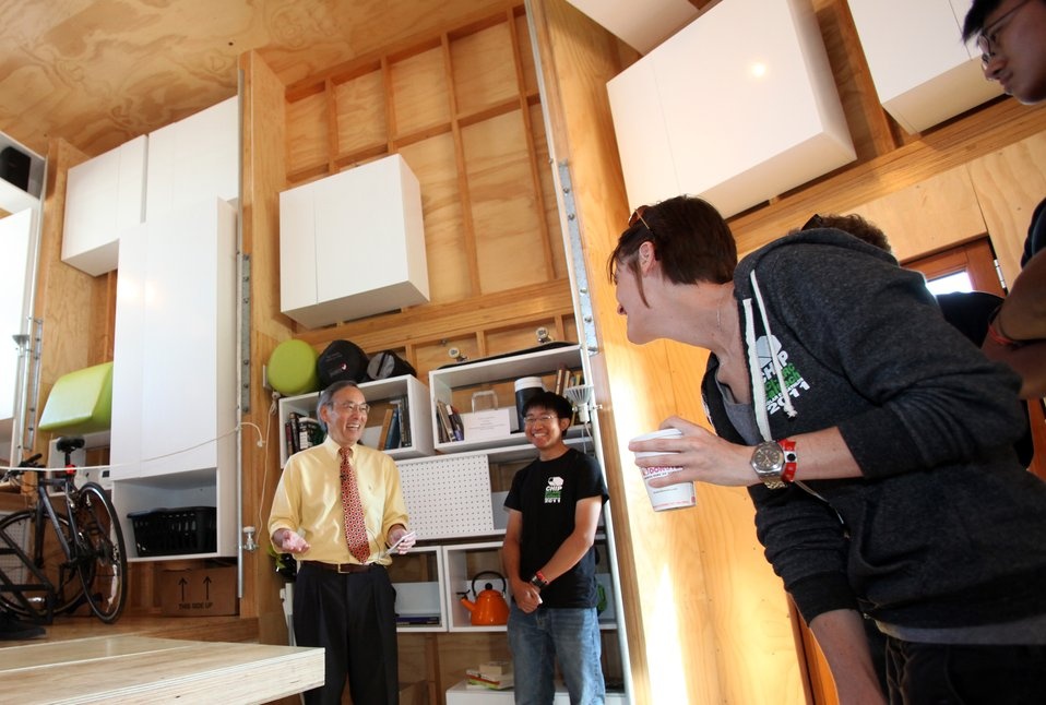 Energy Secretary Chu Visits SCI-Arc/Caltech's Solar Decathlon House