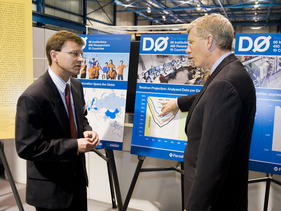Dmitri Denisov, cospokesperson of the DZero experiment at Fermilab, briefs Deputy Secretary Daniel Poneman on the latest results of the search for the Higgs particle using the Tevatron collider.