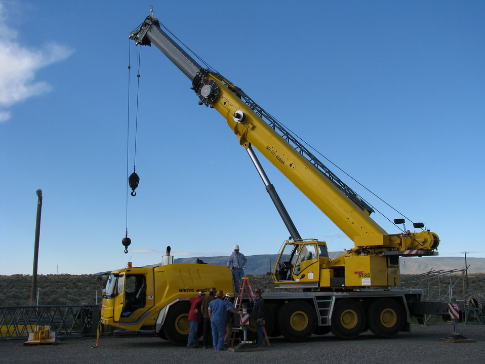 Recovery Act Funds Crane Provides Lift to Tank Waste Retrieval