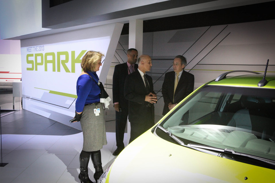 Jim Federico (General Motors) is talking to Energy Secretary Steven Chu about the 2013 Chevrolet Spark. 