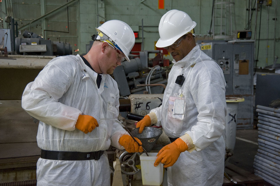 Skilled Workers Bruised by Recession Find New Start in Oak Ridge Recovery Act Work