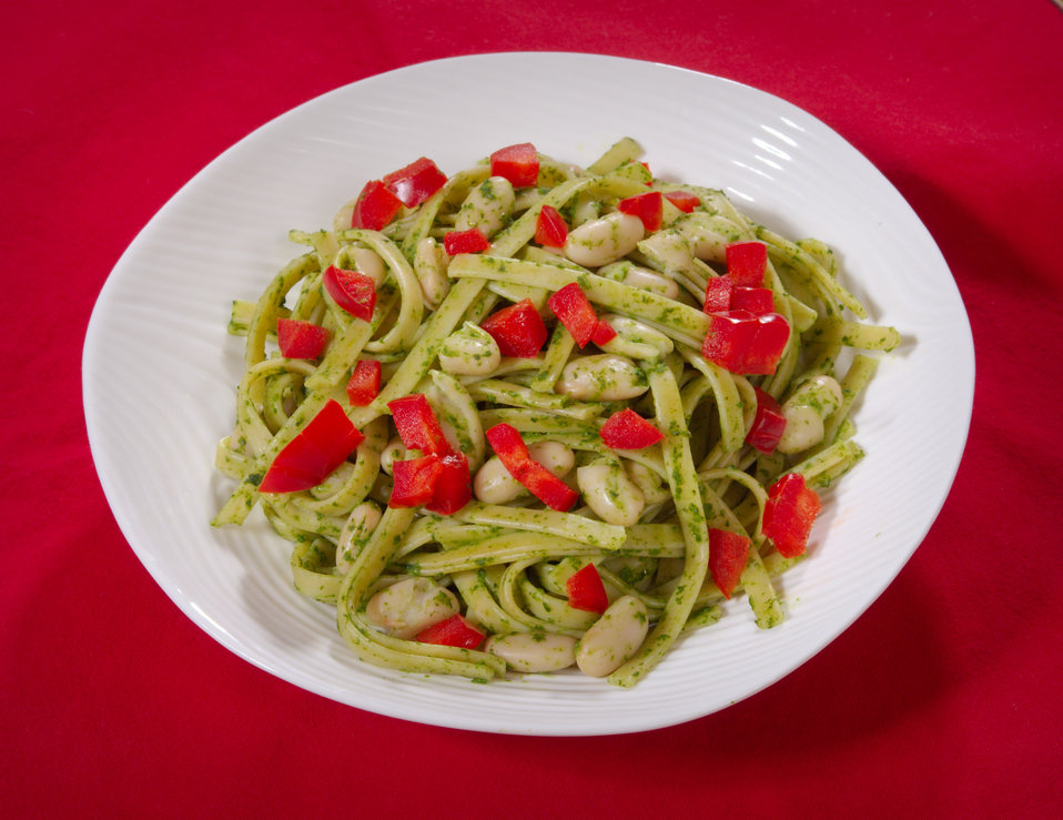 This Spinach Pesto Pasta is a delicious dish, high in protein, fiber and vitamins, and low in saturated fats and cholesterol.  The recipe, w