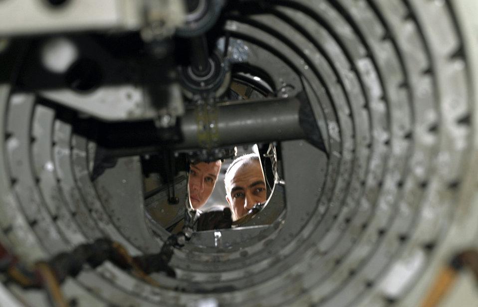 Iraqi airmen keep helicopter fleet flying
