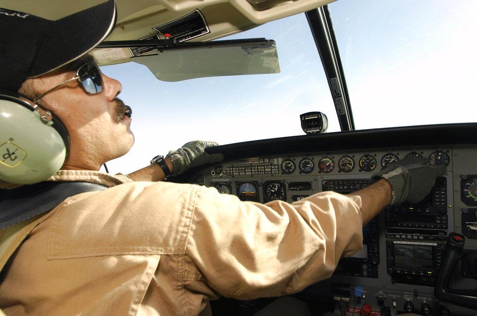 Airmen help Iraqi pilot earn his wings