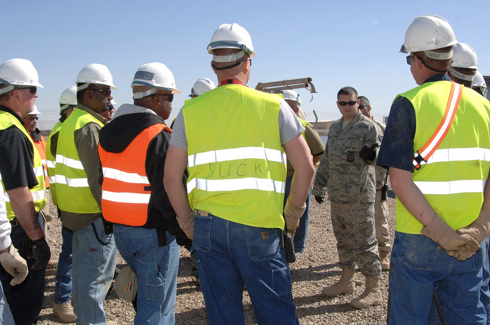Balad Airmen teach contractors lifesaving skills