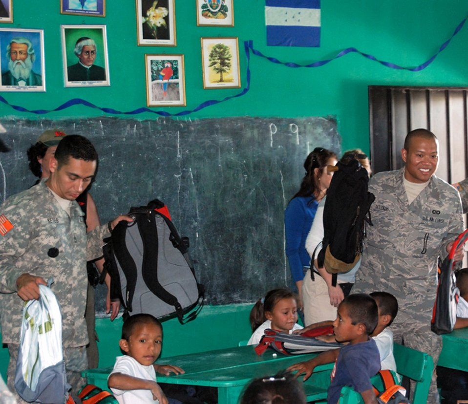Servicemembers distribute supplies to Honduran school