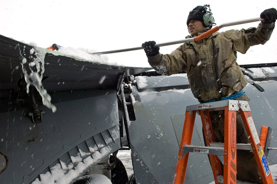 Airmen keep misson running despite subzero tempatures