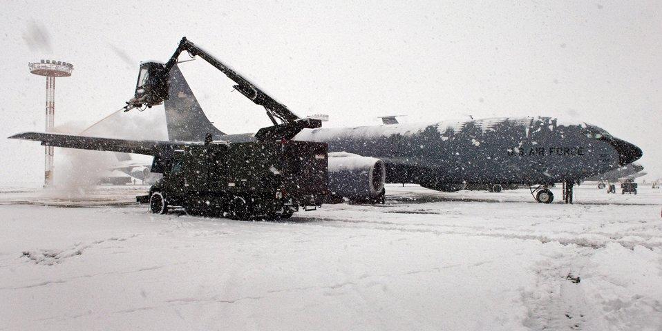 Airmen keep misson running despite subzero tempatures