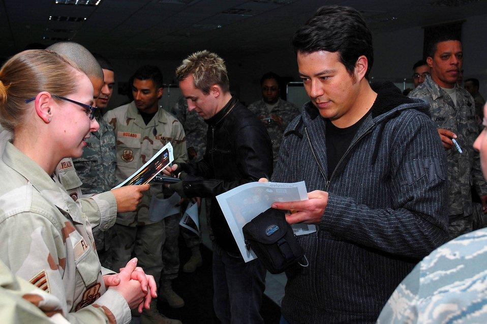 Yellowcard rocks servicemembers in Southwest Asia